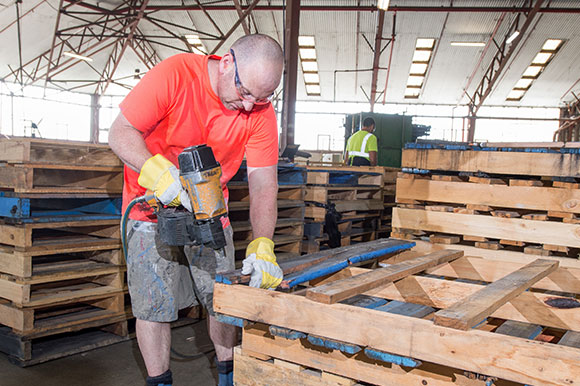 re constructing secondhand pallets